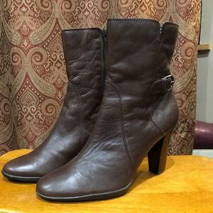 Brown heeled zip leather up boots size 10M